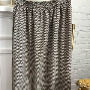 Midi length skirt with pockets size 8